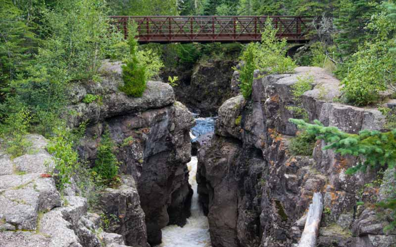 Hiking along the Temperance River